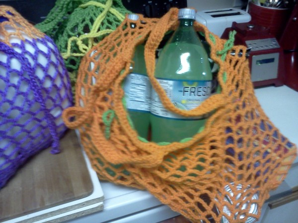 Reusable mesh grocery bag without the use of drawstring